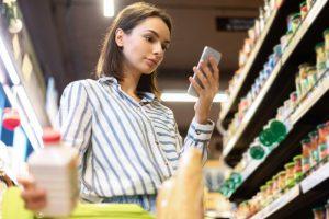 women reading about SEO optimized product descriptions